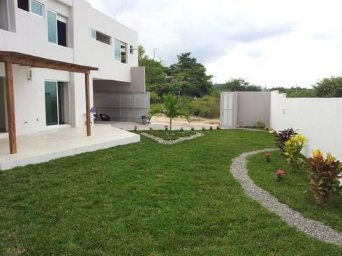 Casa Bernabé: Casas de estilo minimalista por Constructora e Inmobiliaria Catarsis