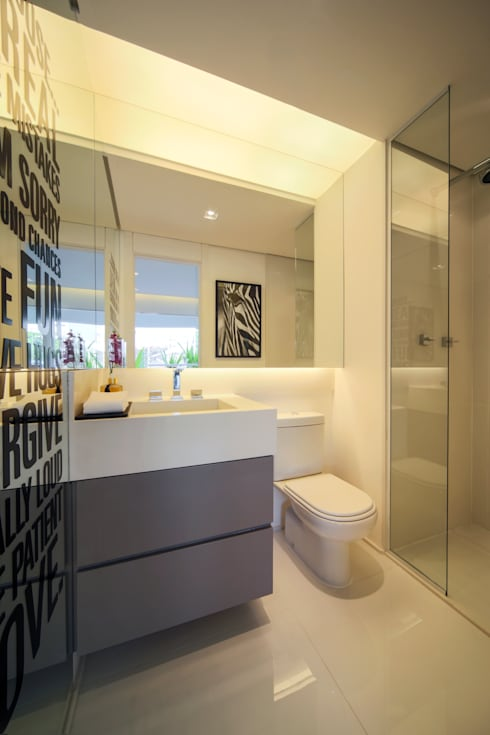 ONNI_Eugênio de Medeiros: Banheiros modernos por Chris Silveira & Arquitetos Associados