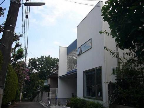 借景を取り込んだ家: 三浦尚人建築設計工房が手掛けた家です。