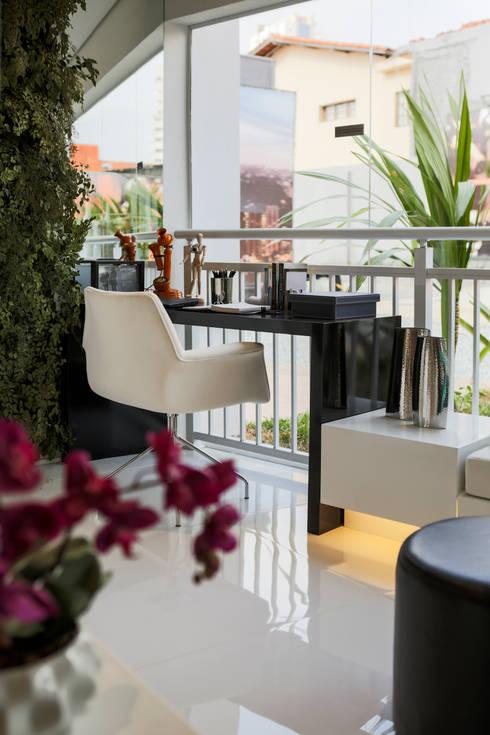 ONNI_Eugênio de Medeiros: Terraços  por Chris Silveira & Arquitetos Associados