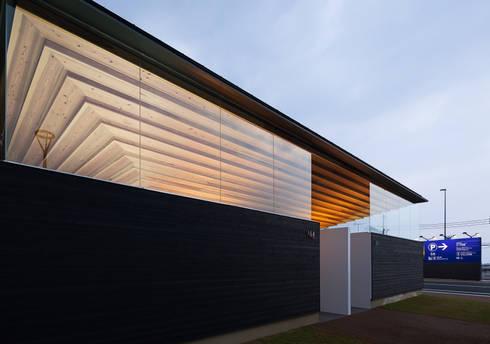夜景: bUd アトリエ一級建築士事務所が手掛けた商業空間です。
