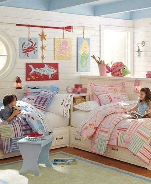 Ideas útiles para amueblar una habitación infantil compartida: Dormitorios de estilo mediterráneo de MRN