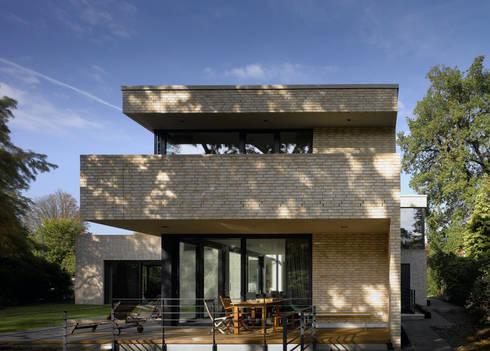 Bauhaus am alsterlauf by hgk hamburger grundst ckskontor for Klinkerhaus modern