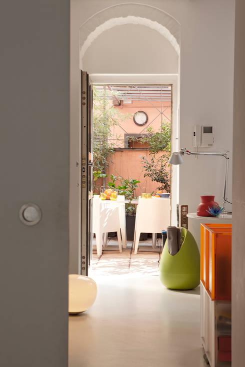 Pasillos y recibidores de estilo  por davide petronici | architettura
