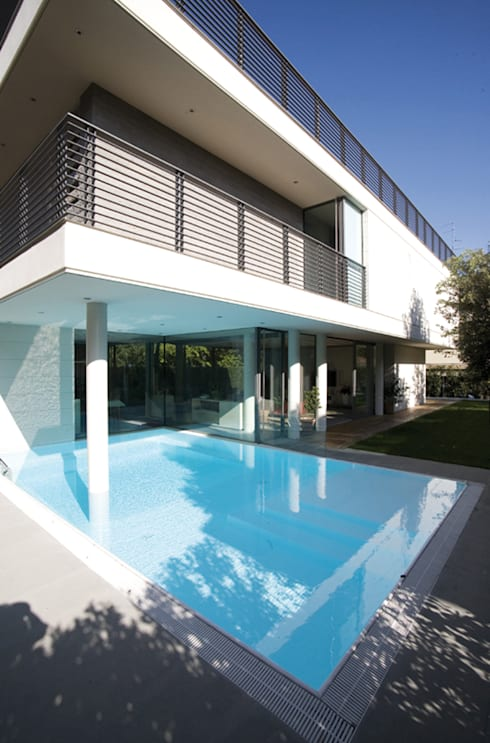 HSBC – housescape reggio emilia: Piscina in stile  di NAT OFFICE - christian gasparini architect