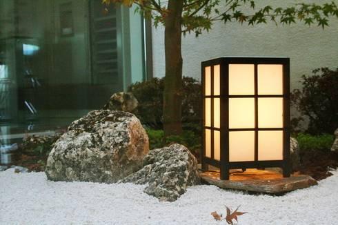 Jardin Zen Moderno: Jardines de invierno de estilo minimalista de Jardines Japoneses -- Estudio de Paisajismo