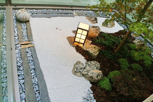Jardin Zen Moderno: Jardines de estilo minimalista de Jardines Japoneses -- Estudio de Paisajismo