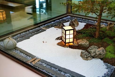 Jardin Zen Moderno: Jardines de estilo asiático de Jardines Japoneses -- Estudio de Paisajismo