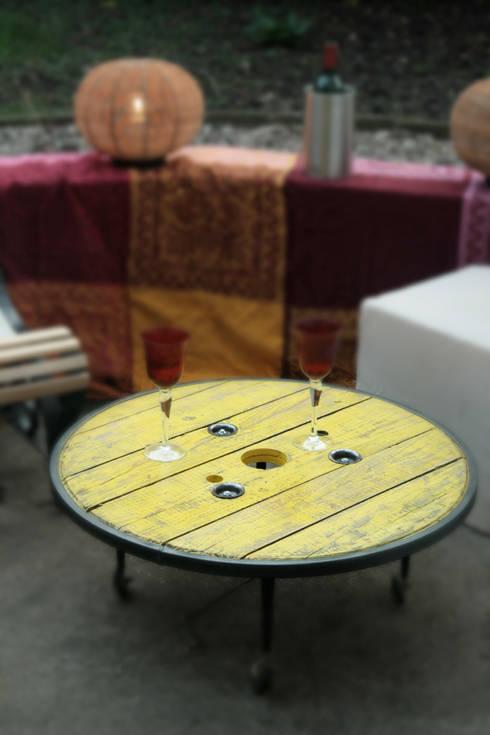 """Table basse """"TAGZIE"""": Salon de style  par Atelier du Parfond"""