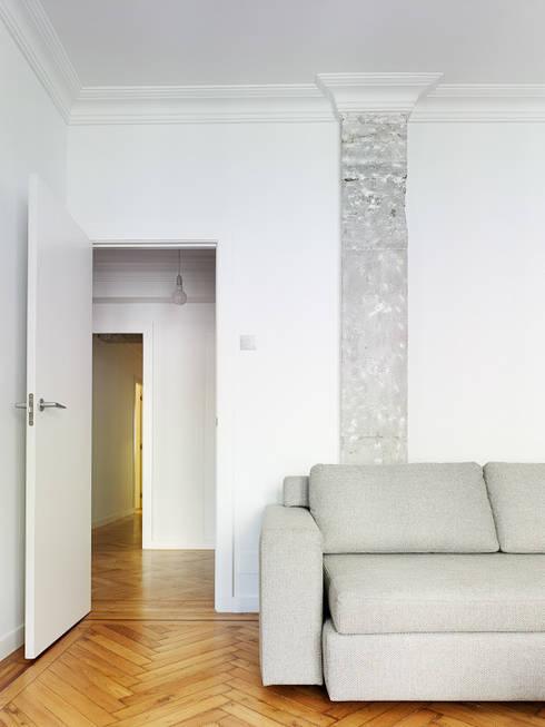 Living room by Castroferro Arquitectos