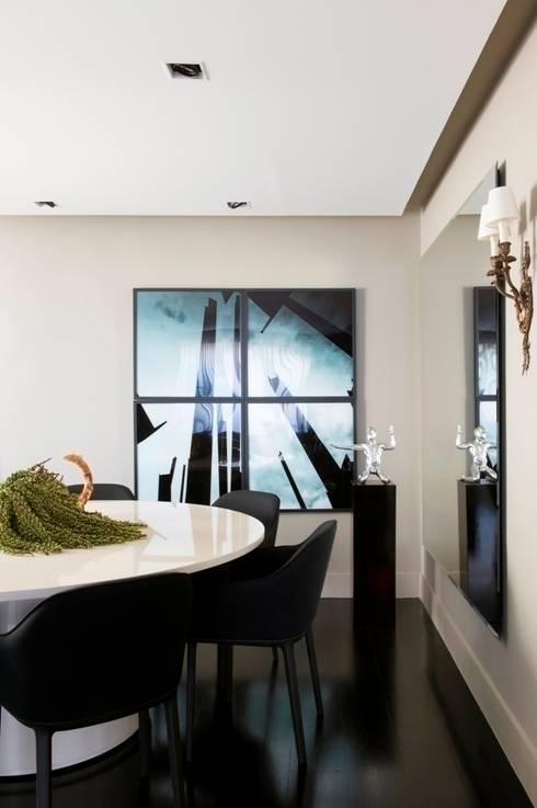 Apartamento Pavão : Sala de jantar  por Maurício Karam Arquitetura
