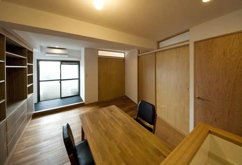 根津・ROOM・T(NEZU・ROOM・T): 吉田裕一建築設計事務所が手掛けたダイニングです。