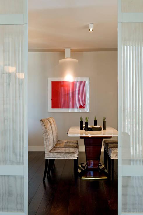 sala pranzo: Sala da pranzo in stile in stile Moderno di Studio Architettura Carlo Ceresoli