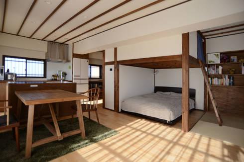 御嶽山・ROOM・T(ONTAKESAN・ROOM・T): 吉田裕一建築設計事務所が手掛けた寝室です。