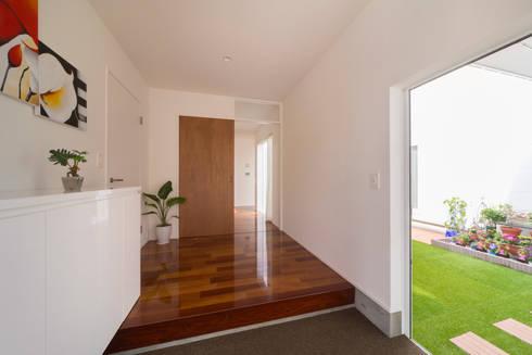 蔵波・HOUSE・T(KURANAMI・HOUSE・T): 吉田裕一建築設計事務所が手掛けた廊下 & 玄関です。