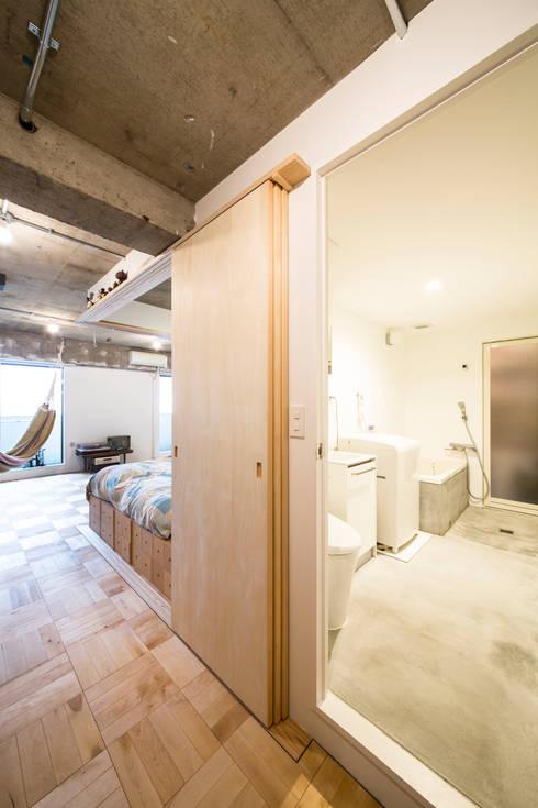 築地・ROOM・H(TSUKIJI・ROOM・H): 吉田裕一建築設計事務所が手掛けた浴室です。