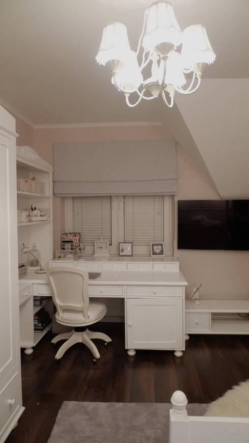 pokój Natalki: styl , w kategorii Pokój dziecięcy zaprojektowany przez Fabryka Nastroju Izabela Szewc