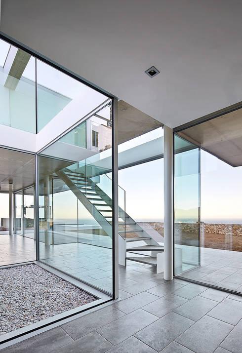 Pasillos y vestíbulos de estilo  por Pepe Gascón arquitectura