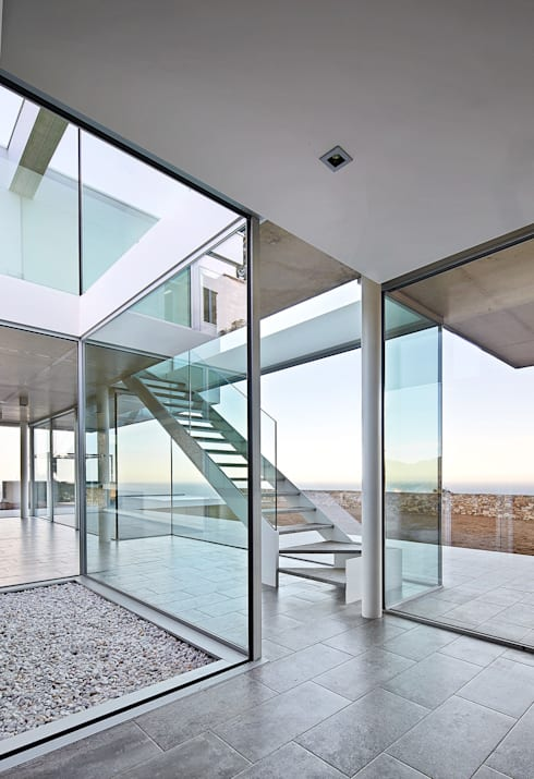 Pasillos y recibidores de estilo  por Pepe Gascón arquitectura