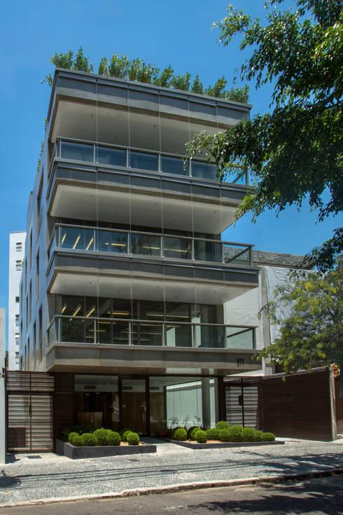 Edifício Lopes Quintas: Edifícios comerciais  por Gisele Taranto Arquitetura