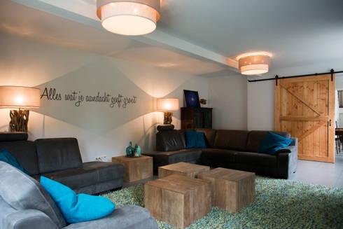 Grote woonkamer voor groot gezin von Hemels Wonen interieuradvies en ...