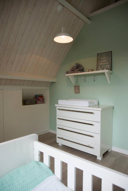 Babykamer:  Kinderkamer door Hemels Wonen interieuradvies en ontwerp