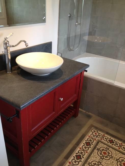 Salle de bain et carreaux de ciments: Salle de bains de style  par FLEURY ARCHITECTE