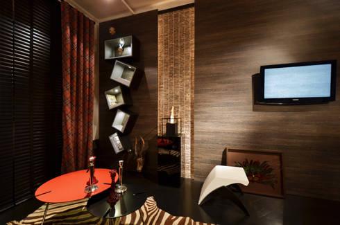 Gabinete McQueen para Casa Cor RS : Escritórios  por Johnny Thomsen Design de Interiores