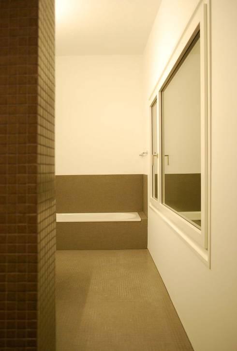 EFH Sarganserstrasse: minimalistische Badezimmer von Marc Saladin Architekten GmbH