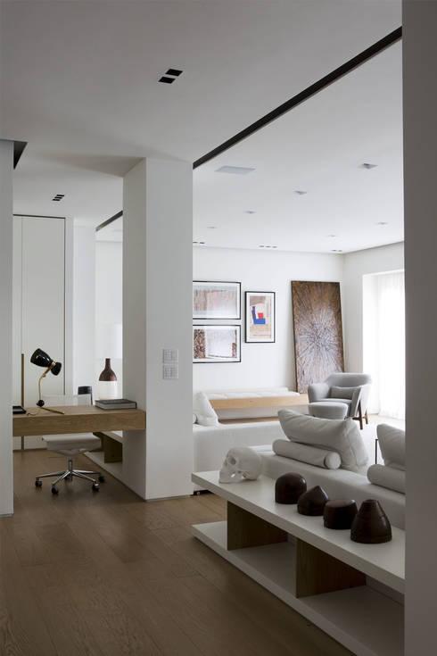 Quindiciquattro: Soggiorno in stile in stile Moderno di Studio Fabio Fantolino