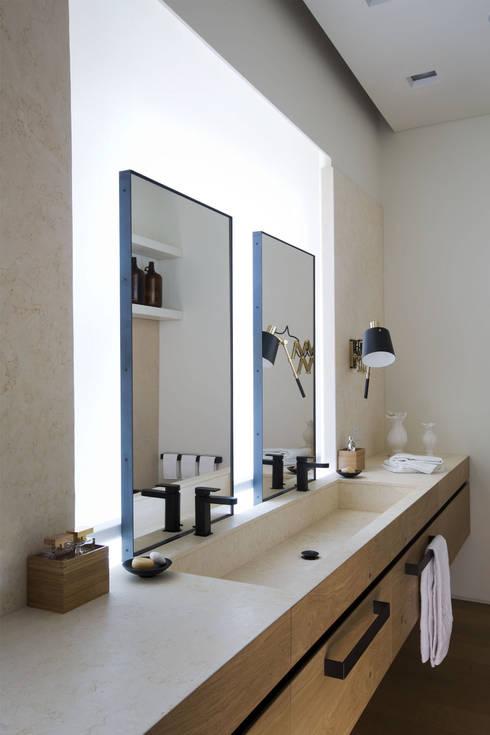 Quindiciquattro: Bagno in stile in stile Moderno di Studio Fabio Fantolino