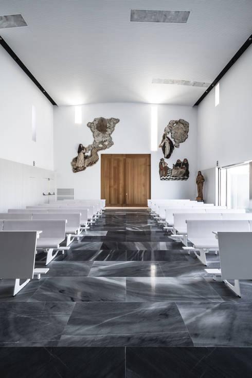 Salas / recibidores de estilo  por Hernández Arquitectos