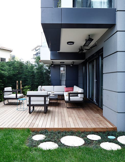 terrace:  Balconies, verandas & terraces  by Esra Kazmirci Mimarlik