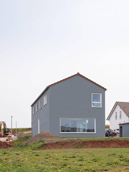 Haus E: moderne Häuser von Bau Eins Architekten BDA