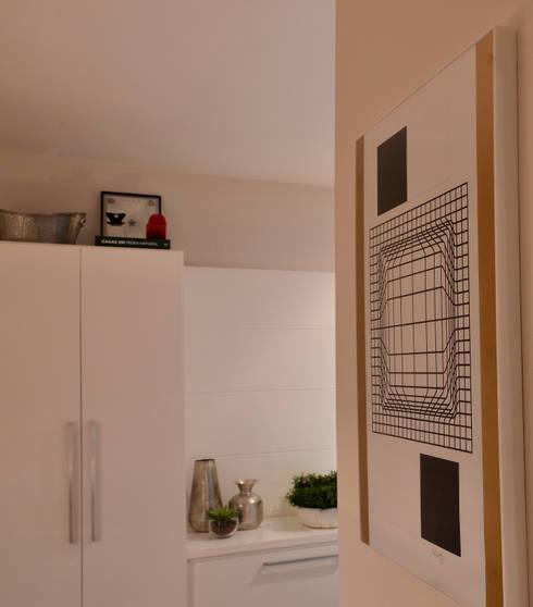 Apartamento Vila Olímpia /SP: Casa  por Renata Romeiro Interiores