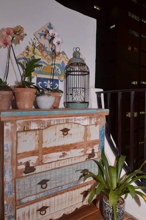 Apartamento Vila Olímpia /SP: Varanda, alpendre e terraço  por Renata Romeiro Interiores