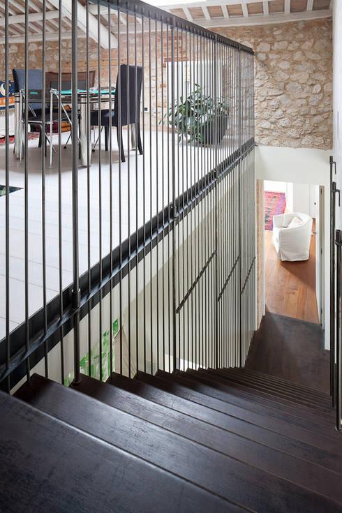 Iron railing: Ingresso, Corridoio & Scale in stile in stile Moderno di SARA DALLA SERRA ARCHITETTO