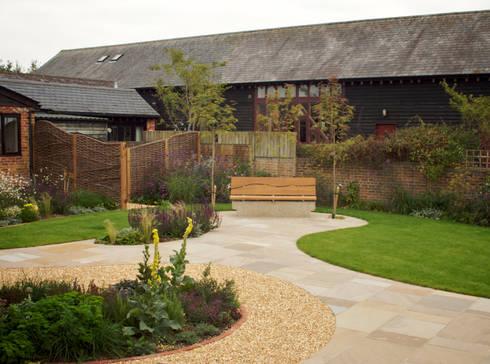 Barn conversion garden by sylvan studio homify for Garden conversion