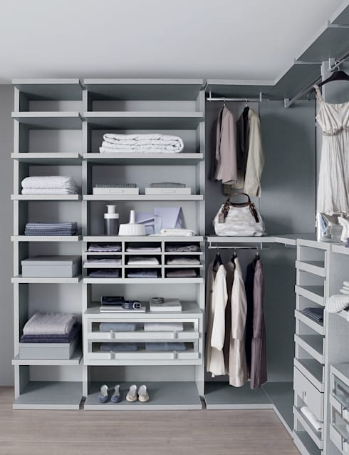 Linen walk-in-wardrobe: modern Dressing room by Lamco Design LTD