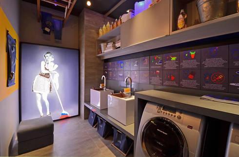 Lavanderia Casa Cor: Banheiros modernos por ARQUITETURA - Camila Fleck