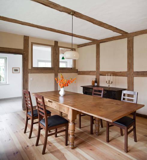 Sala da pranzo in stile  di WOF-Planungsgemeinschaft
