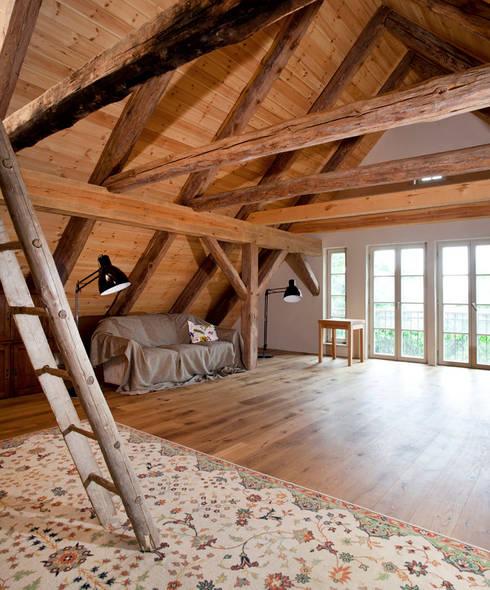 Dachboden/Musikraum: landhausstil Arbeitszimmer von WOF-Planungsgemeinschaft