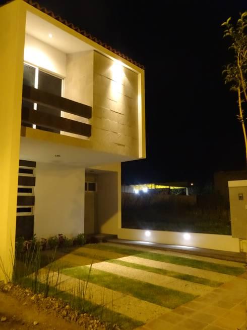 Casa Ped: Casas de estilo moderno por CONSTRUCTORA ARQOCE