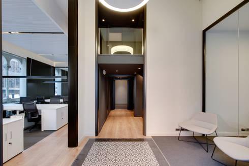 Entrada oficina ELIX: Estudios y despachos de estilo minimalista de ELIX