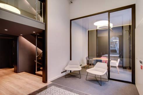 Recepción oficina ELIX: Estudios y despachos de estilo minimalista de ELIX