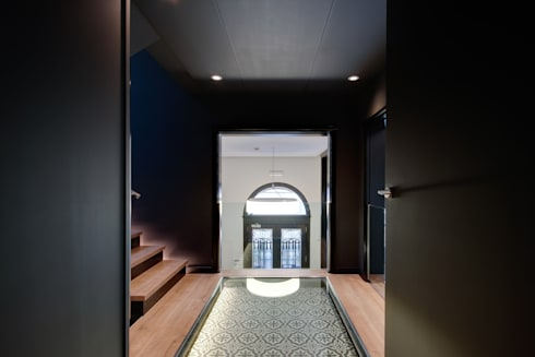 Escalera oficina ELIX: Estudios y despachos de estilo minimalista de ELIX
