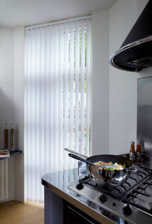 Lamellenvorhänge:  Fenster & Tür von Rollomeister