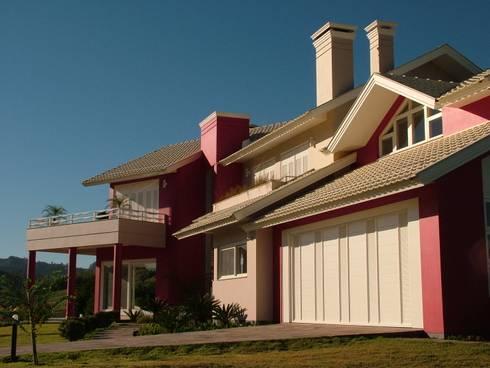 Residência para Descanso: Casas clássicas por Escritório de Arquitetura Margit A. Fensterseifer