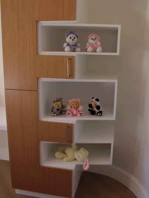 Residência para Descanso: Quarto de crianças  por Escritório de Arquitetura Margit A. Fensterseifer