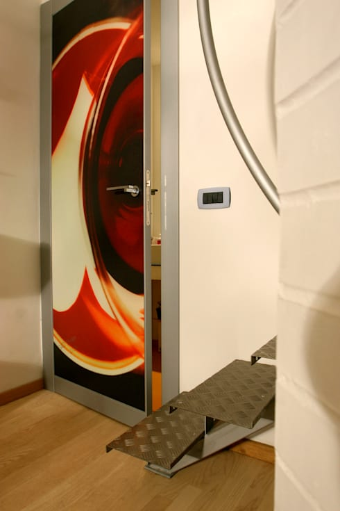 Vecchio casolare: Ingresso & Corridoio in stile  di Simone Grazzini